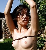 Babe gets lashed in hard ropes